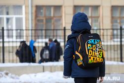 Школьники. Клипарт. Курган, школьники, подростки, рюкзак, школа, перемена, ученики с портфелями, ученики школы, школьный рюкзак, школьная перемена
