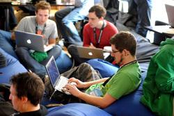 Ноутбуки, интернет, блогер, интернет, студенты, компьютер