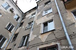 Круглый стол ЖКХ, капремонт Курган, штукатурка обвалилась, аварийный дом, жкх, трещины в стене, улица гоголя42, капремонт
