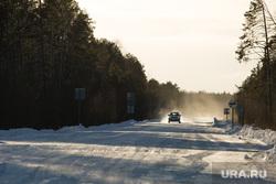 Восстановление переправы на реке Лямин, разрушенной ледоходом. Сургут, зимник, зимняя дорога, трасса