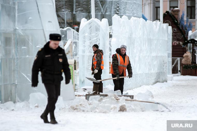 Обрушение части скульптуры в ледовом городке. Екатеринбург