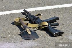 День ВДВ в Челябинске, армия, оружие, автомат калашникова, саперная лопатка, ак-47