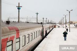 Железнодорожный вокзал. Сургут, ржд, поезд, перрон