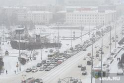 Виды Екатеринбурга, автомобильная пробка, снег в городе, плотинка, снежная погода