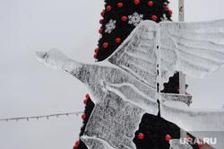 Ледовый городок закрыт из-за оттепели. Челябинск, ледовый городок, лебедь, ледяные фигуры