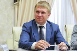 Смышляев Сергей подает документы в кандидаты на пост губернатора. Челябинск, портрет, смышляев сергей