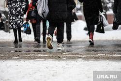 Снег в городе. Курган, снег, слякоть, реагент, снег в городе, зима курган, пешеходы, дорога, реагенты, песчано-соляная смесь
