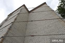 Старые общежития в Кургане, общежитие, стяжка от обрушения