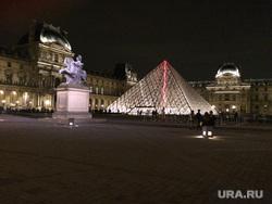 Париж, пирамида, лувр