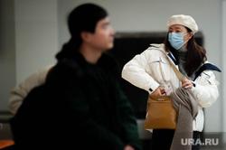 Ситуация в аэропорту Кольцово в связи с эпидемией коронавируса в Китае. Екатеринбург, аэропорт кольцово, китайцы, маска, эпидемия, защитная маска, коронавирус