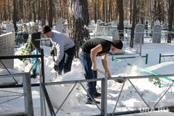 Кладбище. Кетово, кладбище, могильщики