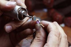 Клипарт depositphotos.com , полировка, ремонт, ювелирное украшение, драгоценный камень, ювелир