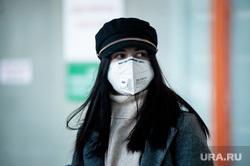 Прибытие задержанного рейса Сиань - Екатеринбург в аэропорту Кольцово. Екатеринбург, аэропорт кольцово, аэропорт, китайцы, медицинская маска, пассажиры, защитные маски, коронавирус