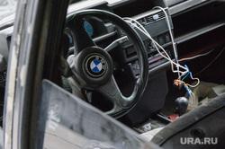 Брошенная машина на улице Пушкина. Екатеринбург, bmw, вандализм, бмв, руль, разбитая машина, угон, автокража