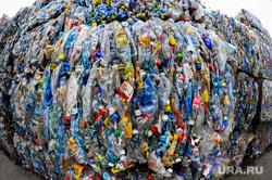 Поездка Алексея Текслера на предприятие по переработке пластика «Втор-Ком». Челябинск, мусор, бутылки, переработка, вторсырье, пластик, тюк