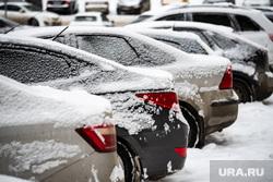 Платные парковочные пространства. Екатеринбург, снег, платная парковка, парковка машин, зима, стоянка, автолюбитель, автомобиль, парковка автомобилей, парковочная зона, парковка, машина