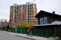 Место сноса здания по ул. Ленина, здание подлежащее сносу по ул. Герцена. Тюмень, деревянный дом, долгострой на герцена