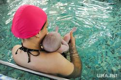 Поездка Алексея Текслера в Металлургический район. Челябинск, бассейн, младенец, купание, детский бассейн