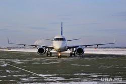 Аэропорт. Курган, летное поле, аэродром, самолет, борт самолета