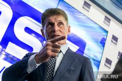 Пресс-конференция губернатора Приморья Олега Кожемяко в ТАСС. Москва, указательный палец, кожемяко олег