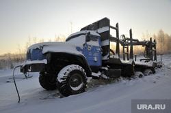 Машина вмерзшая на зимнике Тюмень-Междуреченский. Тюмень, зима, зимник, машина урал