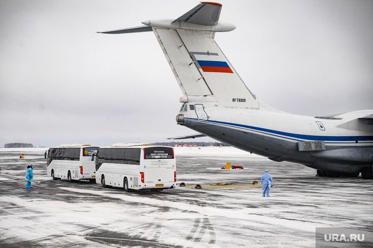 Cамолет Ил-76 военно-космических сил России прилетевшbq из Китая. Тюмень