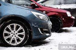 Платные парковочные пространства. Екатеринбург, снег, платная парковка, парковка машин, зима, стоянка, автомобиль, парковка автомобилей, парковочная зона, парковка, машина
