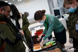 Ситуация в аэропорту Кольцово в связи с эпидемией коронавируса в Китае. Екатеринбург, аэропорт кольцово, таможенный контроль, таможенный пост, проверка багажа