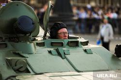 Репетиция торжественного построения войск Челябинского гарнизона. Челябинск, танк, танкист