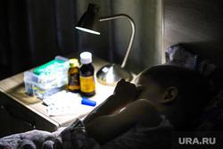 Клипарт на тему ОРВИ. Курган, ребенок, лекарства, градусник, болезнь, заболевание, орви, лекарства от гриппа, больной ребенок, орз, ребенок, карантин, больничная койка, больничный