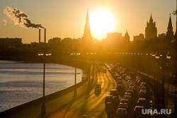 Пробки в городе. Москва, машины, пробки, солнце, трафик, город москва, автомобили, автотранспорт