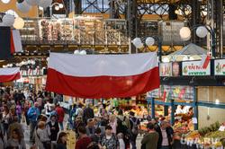 Виды Будапешта. Венгрия, продукты, еда, центральный рынок будапешта, флаг польши