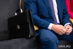 Клипарт.  Сургут, чиновник, портфель депутата, руки чиновника, дипломат
