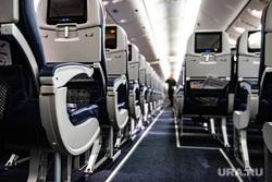 Флагманский самолет Boeing 777-300ER авиакомпании «AZUR air». Екатеринбург, воздушное судно, боинг, проход, салон самолета, пассажирский самолет, авиакомпания, самолет, авиакресла, борт самолета, авиаперевозки, пассажирское место, место в самолете