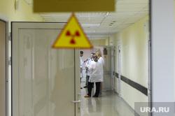 Челябинский областной клинический центр онкологии и ядерной медицины. Челябинск, холл, осторожно, радиация, радиоактивность, халат, врачи, челябинск, онкоцентр, центр онкологии, ядерная медицина