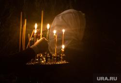 Рождественское богослужение в Свято-Троицком кафедральном соборе. Екатеринбург, свечи, свеча, храм, вера, ставит свечку