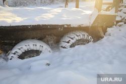 Машина вмерзшая на зимнике Тюмень-Междуреченский. Тюмень, зима, зимник, вмерзший автомобиль, вмерзшие колеса