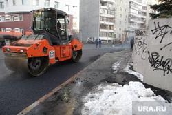 Дорожные работы в начале зимы. Тюмень, укладка асфальта, дорога, дорожные  работы