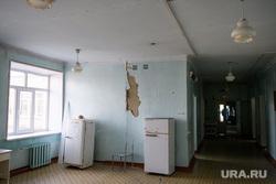 Центральная городская больница города Катав-Ивановск. Челябинская область, коридор, холодильник, аварийное состояние, трещина в доме