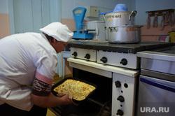 Недостроенный детский сад в посёлке Вогулка Шалинского городского округа и старый рядом с ним, духовой шкаф, плита, готовка, повар, кухня, приготовление еды, столовая