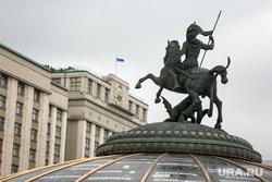 Виды на здание Государственной думы. Москва, госдума, государственная дума, скульптура, георгий победоносец, земной шар, глобус
