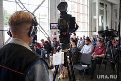 Пресс-конференция губернатора Максима Решетникова. Пермь, оператор, сми, журналисты, пресс-конференция