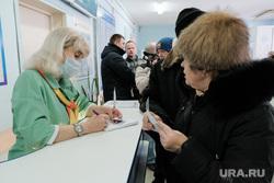 Визит врио губернатора Курганской области Шумкова Вадима в Шадринск, регистратура, поликлиника, пациенты, больница