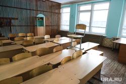 Визит губернатора Курганской области  Шумкова Вадима  в Петуховский район. Курган, класс, стулья, школьный класс, парта, школа, пустой класс, парты