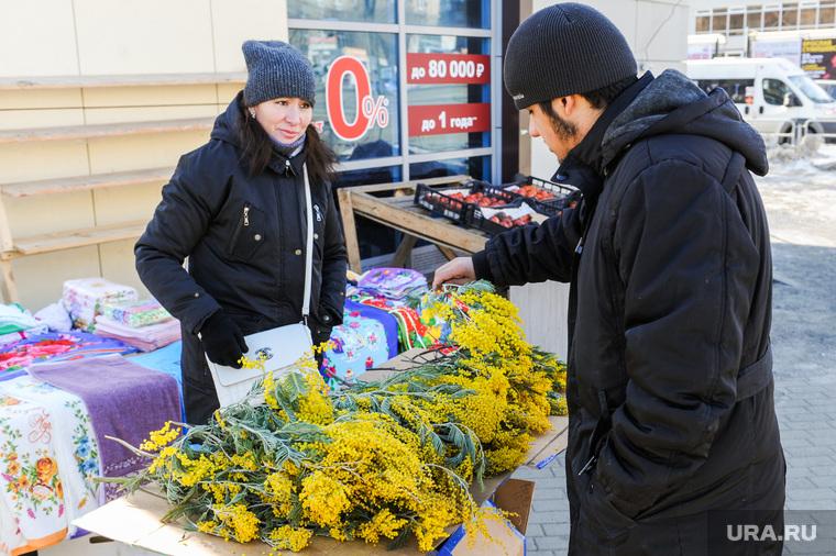 Мимозы, весенние цветы. Челябинск