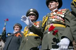 «Бессмертный полк» 2016. Екатеринбург, гвоздики, день победы, ветераны