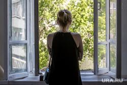 Третий этаж центра городских практик «Дома Маклецкого». Екатеринбург, девушка, окно, дом маклецкого, ожиданье