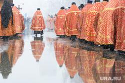 Пасхальный крестный ход. Екатеринбург, лужа, крестный ход, религия, православие