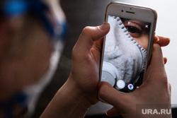 Клипарт на тему заболевания. Екатеринбург, смартфон, маска, инстаграм, селфи, респиратор, instagram, снимает на телефон, сториз, респираторная маска