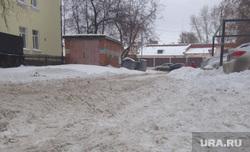 Снег во дворах. Тюмень, снег во дворе